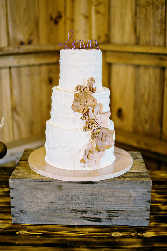 wedding cake with flowers @weddingchicks