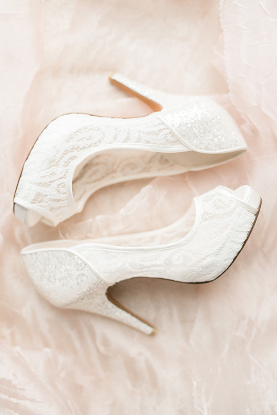 white lace shoes @weddingchicks