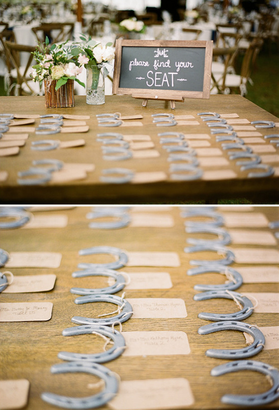 horseshoe escort cards @weddingchicks