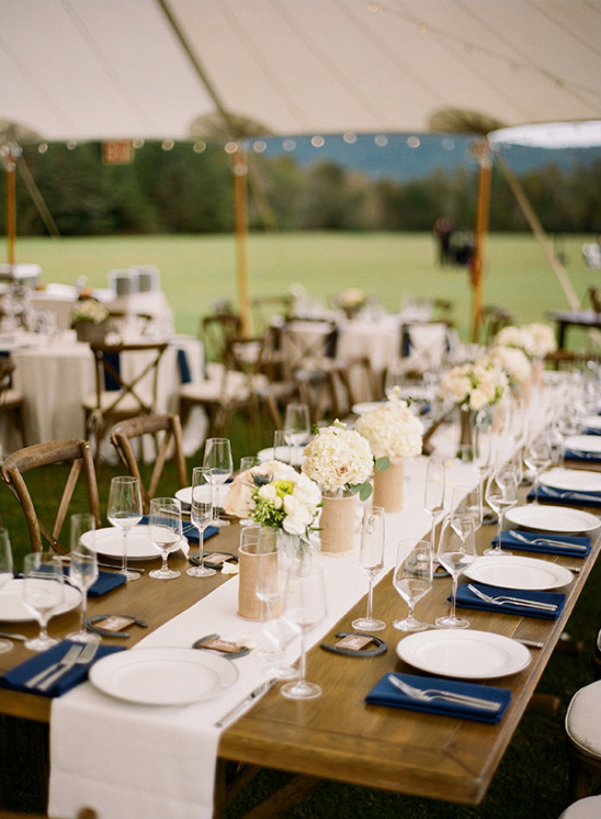 blue and burlap wedding reception @weddingchicks