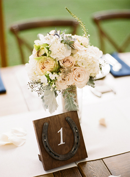 horseshoe table numbers @weddingchicks