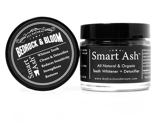 non-abrasive tooth whitening powder @weddingchicks