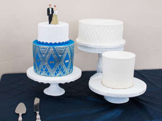 Blue and white wedding cakes @weddingchicks