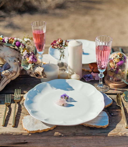 beach wedding place setting @weddingchicks