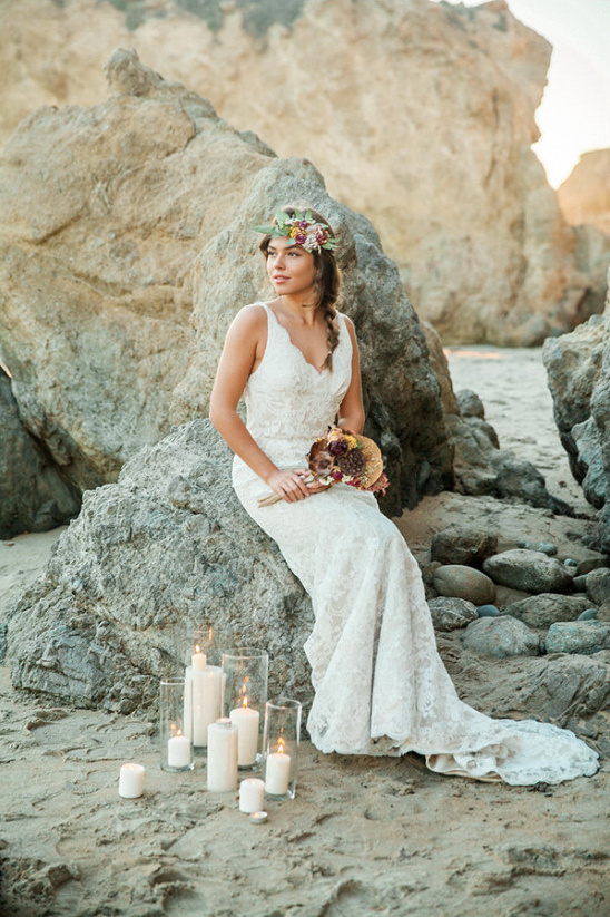 stunning lace beach wedding dress @weddingchicks