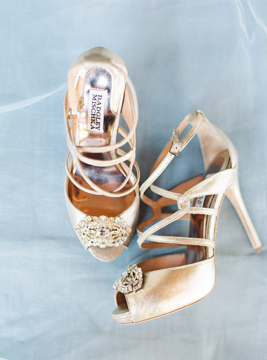 gold wedding shoes @weddingchicks