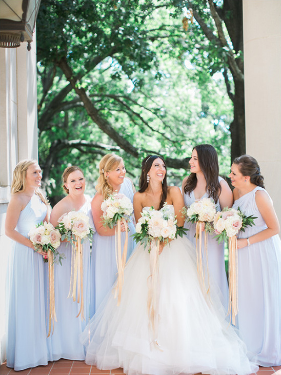 bridesmaids in blue @weddingchicks