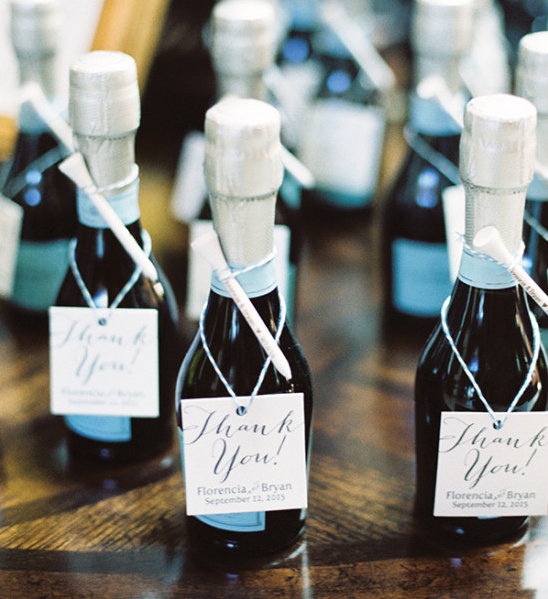 champagne wedding favors @weddingchicks