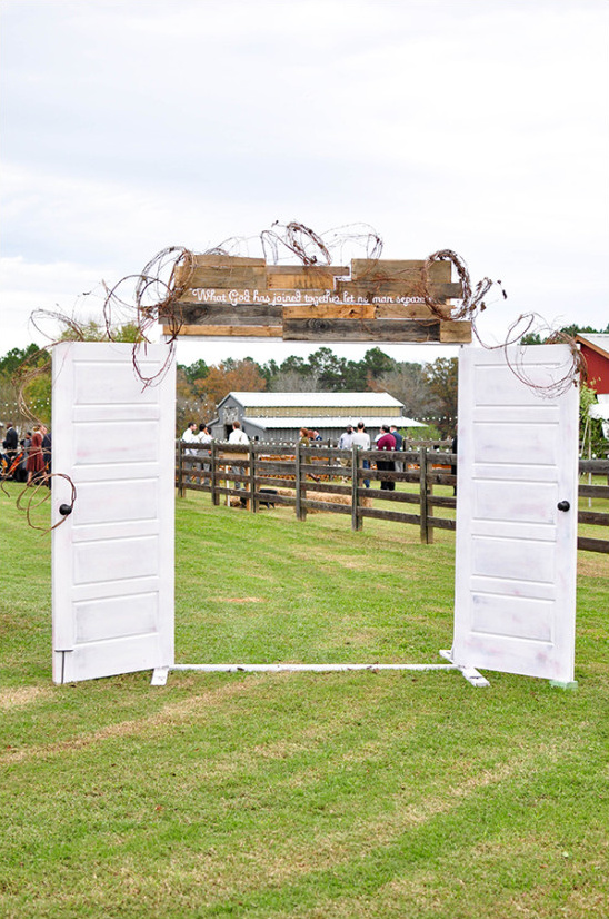 wedding door entrance @weddingchicks