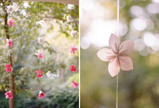 paper flower backdrop @weddingchicks