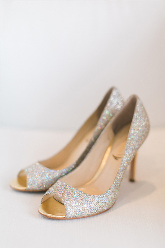 sparkly wedding shoes @weddingchicks