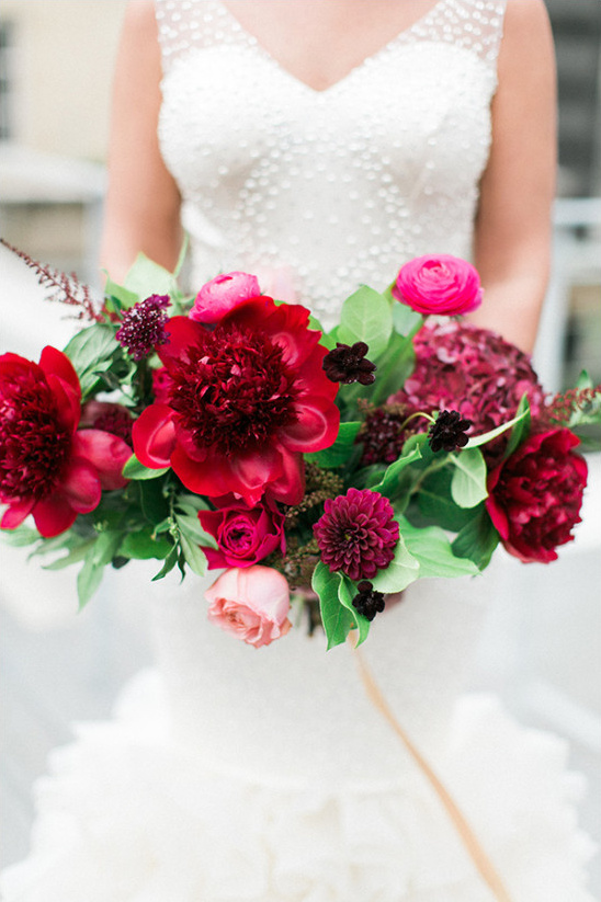 magenta wedding bouquet @weddingchicks