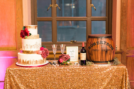 dessert table with gold details @weddingchicks