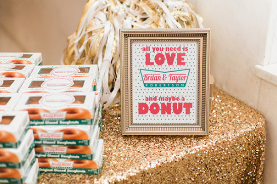 donut wedding favor @weddingchicks