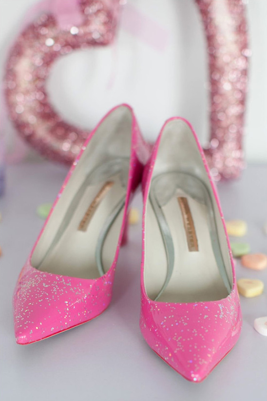 pink glitter wedding shoes @weddingchicks