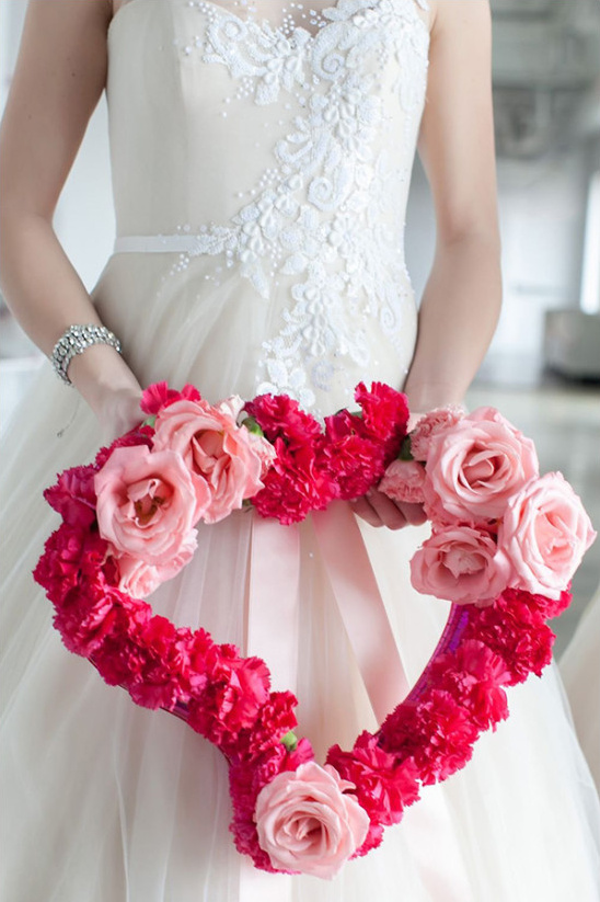 rose and carnation heart @weddingchicks