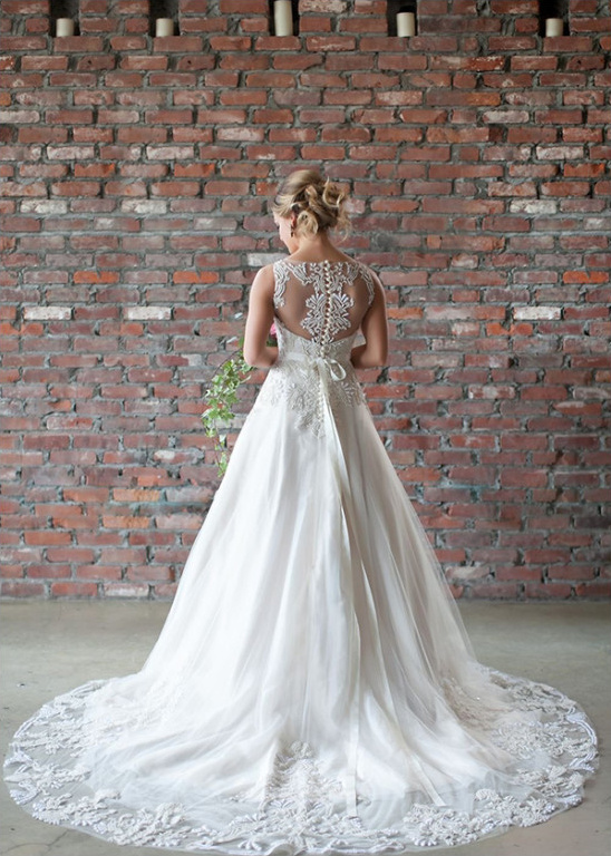 delicate button up back wedding dress @weddingchicks