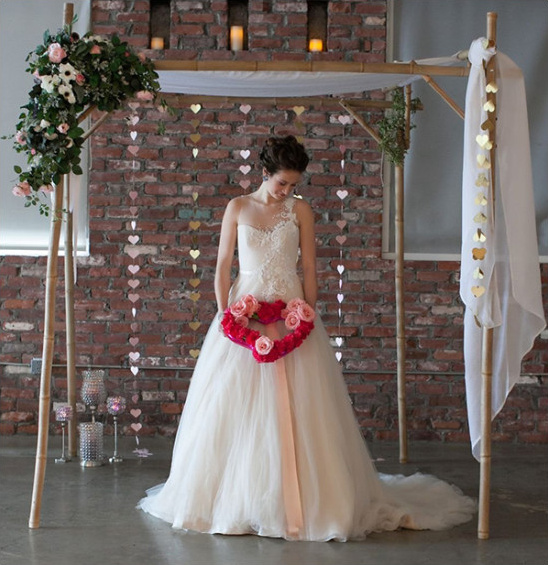 wedding backdrop with hearts @weddingchicks