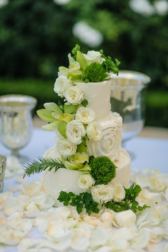 ivory wedding cake with cascade flowers @weddingchicks