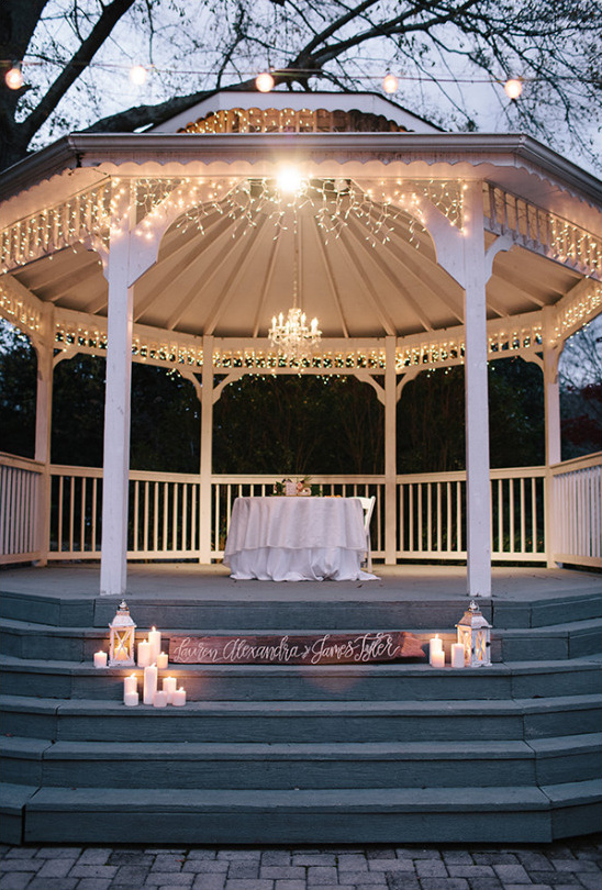sweetheart table gazebo @weddingchicks