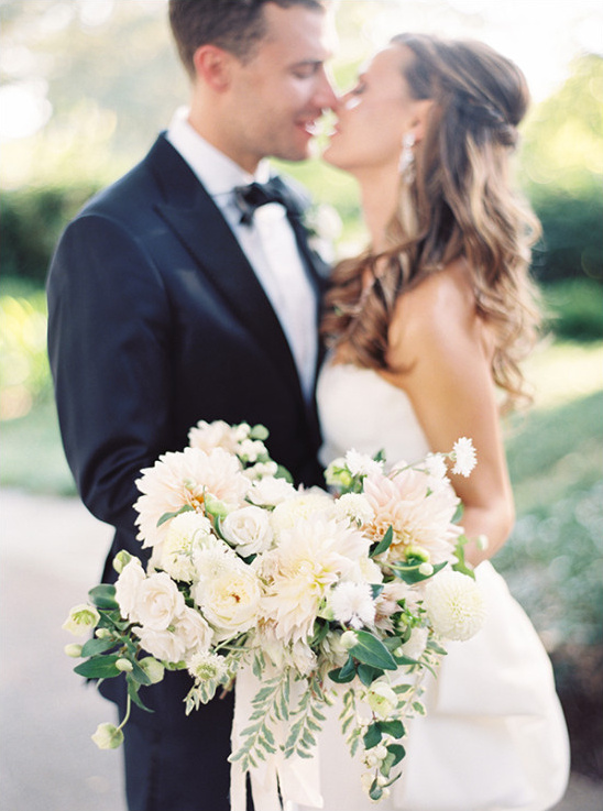 romantic garden wedding @weddingchicks