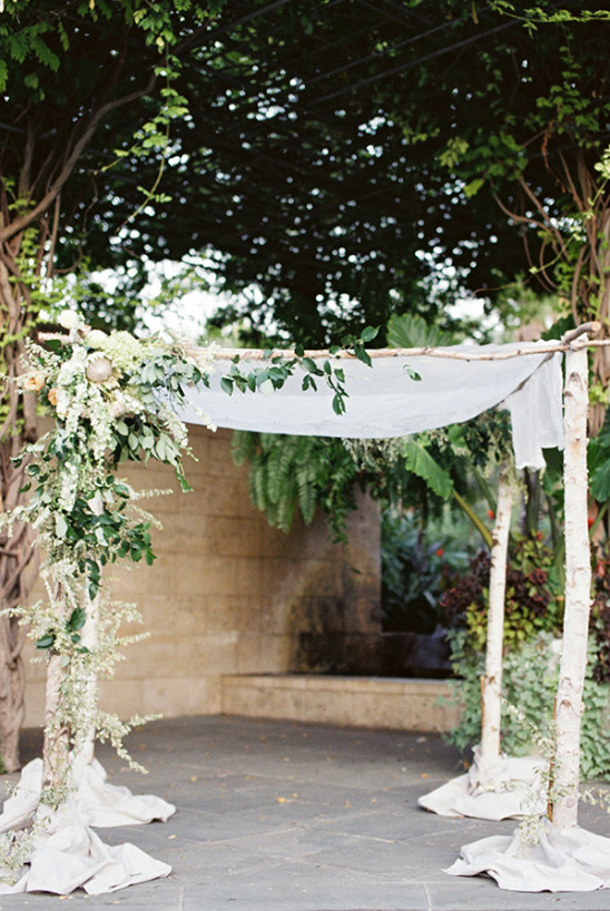wedding chuppah with flowers @weddingchicks