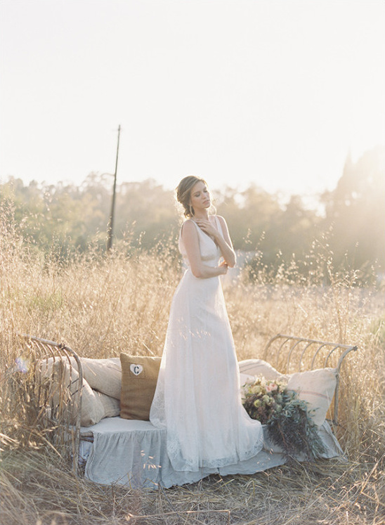 boho rustic bride @weddingchicks
