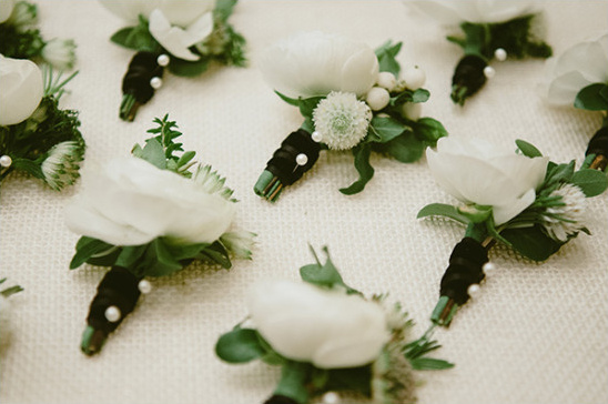 white boutonnieres @weddingchicks