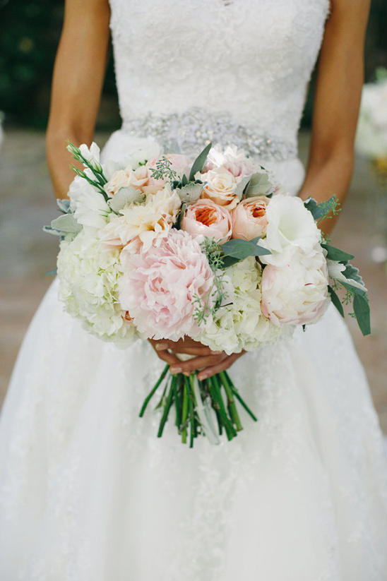 pink and white bouquet @weddingchicks