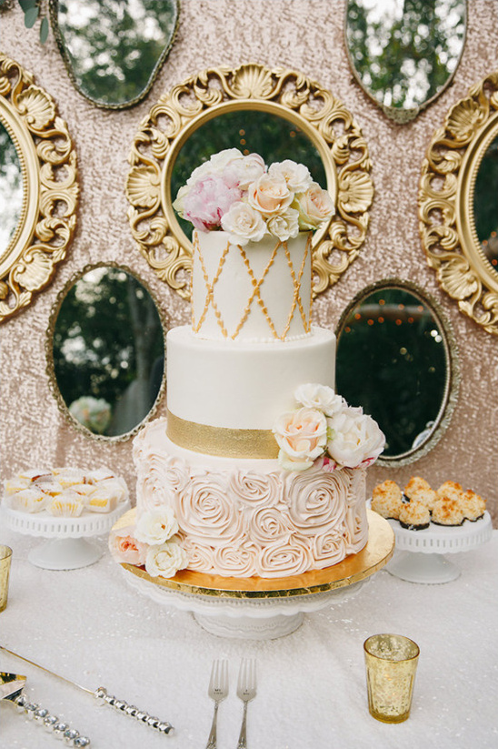 pink and gold cake @weddingchicks