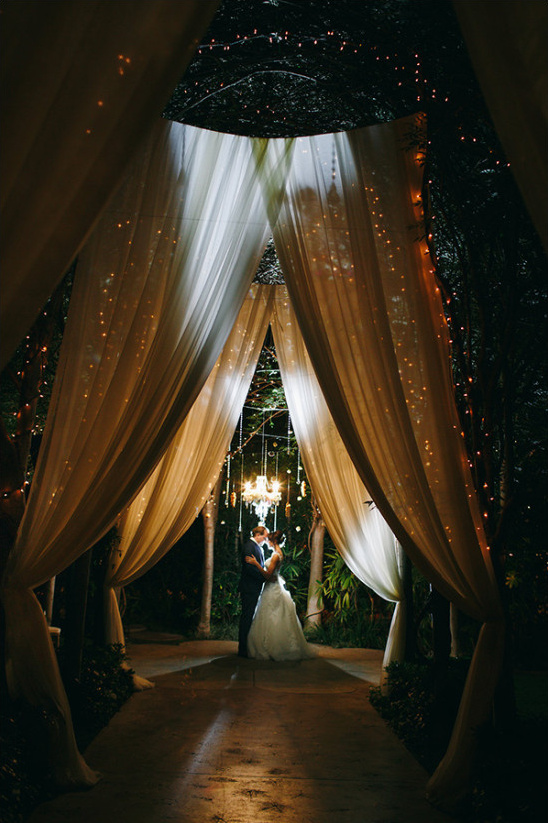 night time wedding photo @weddingchicks
