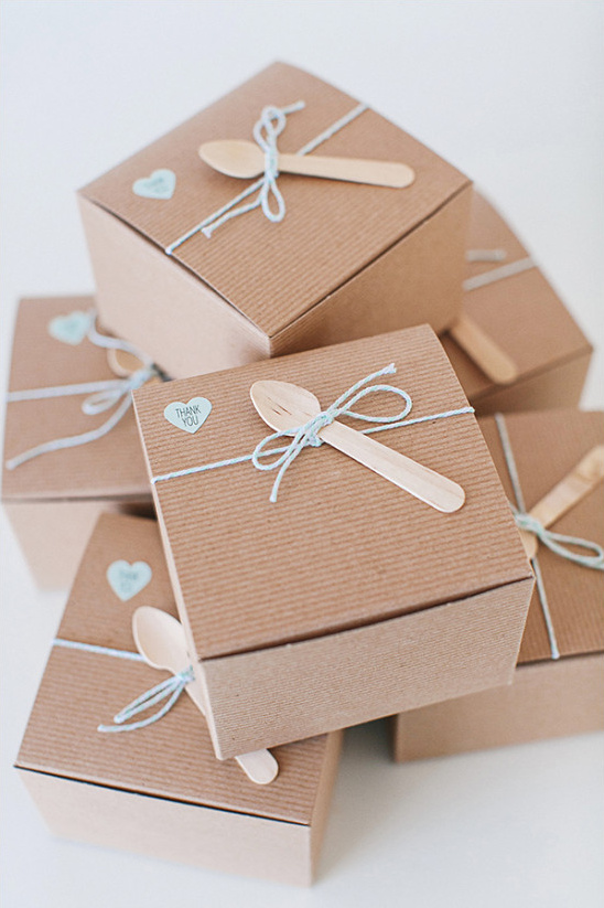 wedding favor boxes @weddingchicks