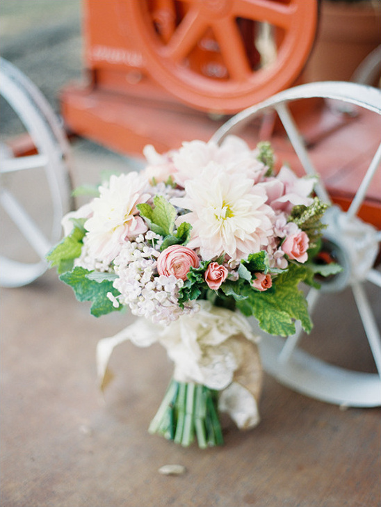 beautiful mixed wedding bouquet @weddingchicks