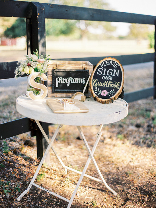 guestbook table @weddingchicks