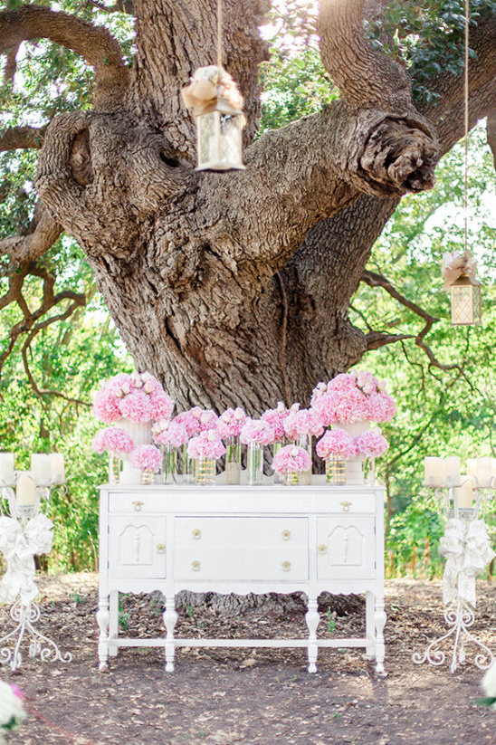 wedding ceremony backdrop idea @weddingchicks