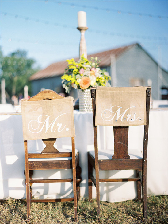 burlap mr and mrs signs @weddingchicks