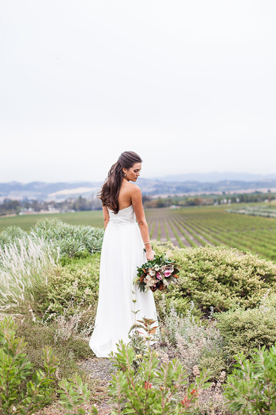 late summer romance winery wedding @weddingchicks