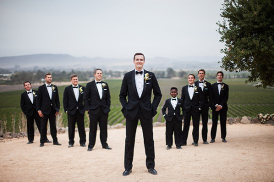 groomsmen in tuxs @weddingchicks