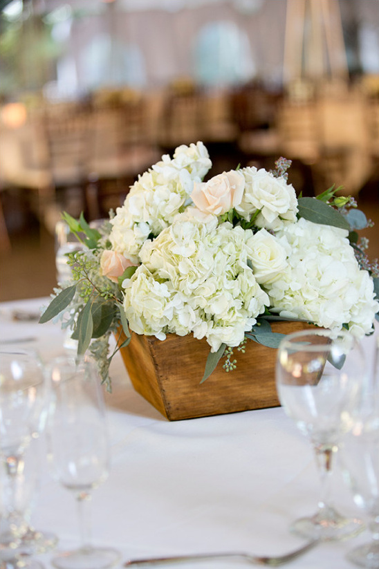 woodbox centerpiece @weddingchicks