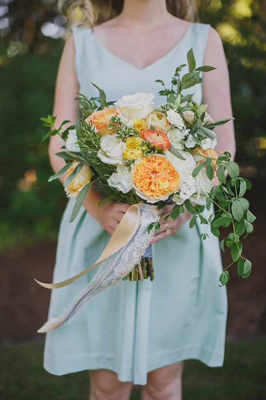 mint bridesmaid with rose bouquet @weddingchicks