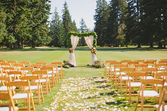 sunny outdoor wedding reception @weddingchicks