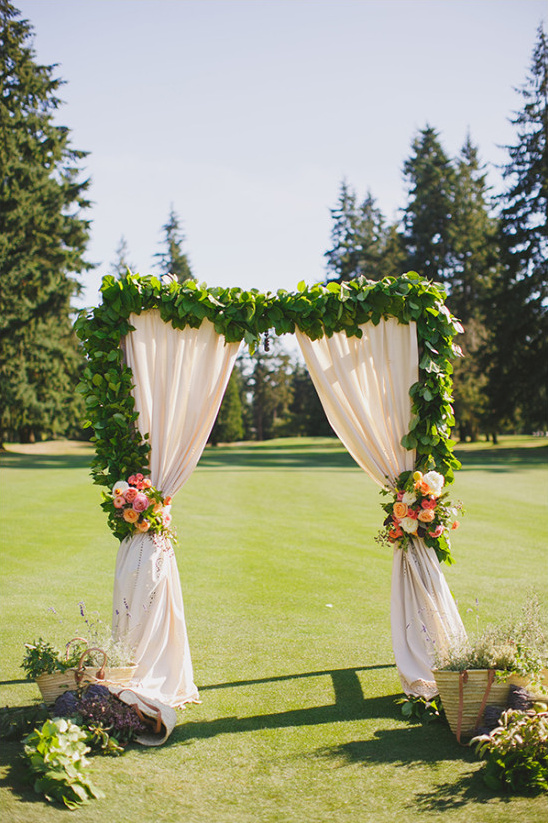 beautiful natural wedding backdrop @weddingchicks