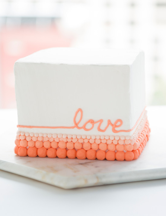 decorating cakes with buttercream icing