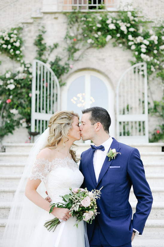 Romantic wedding kiss photo idea