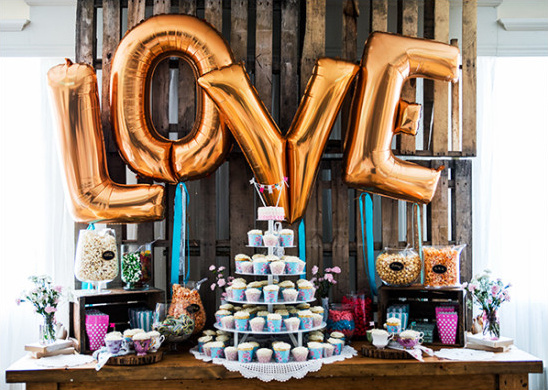 love balloon dessert table backdrop
