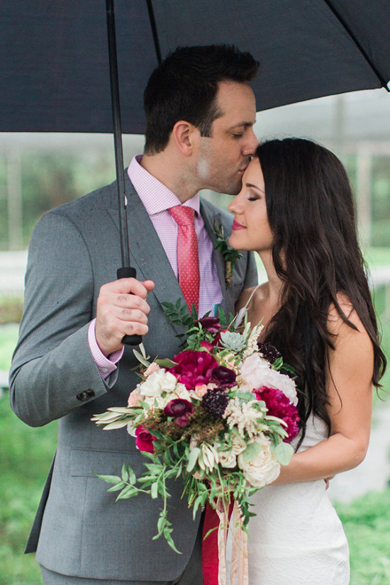 Rainy wedding day photo ideas