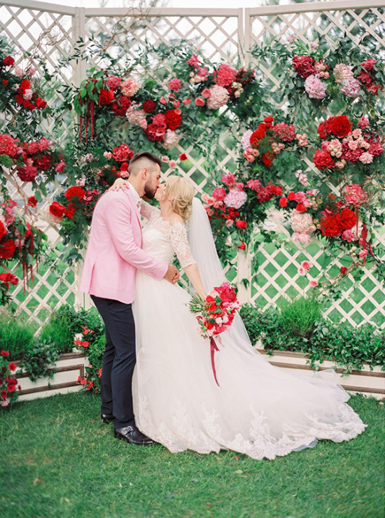 red and pink wedding kiss