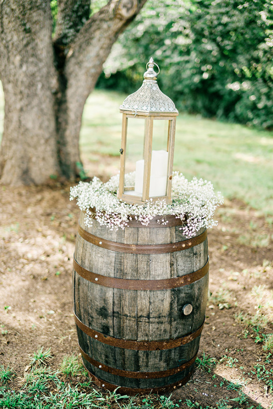 babys breath barrel weddding decor