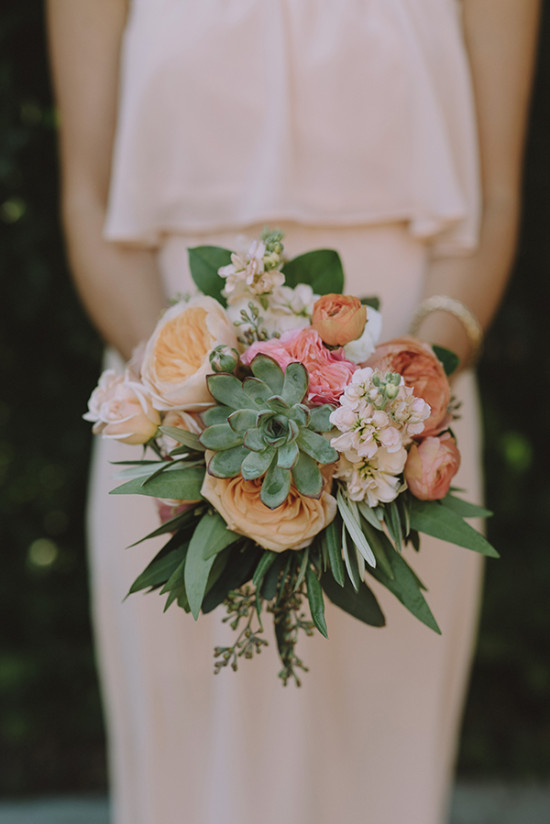 Bridesmaid bouquet in peachy tones