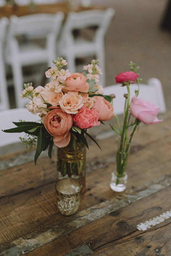 Simple floral centerpiece idea